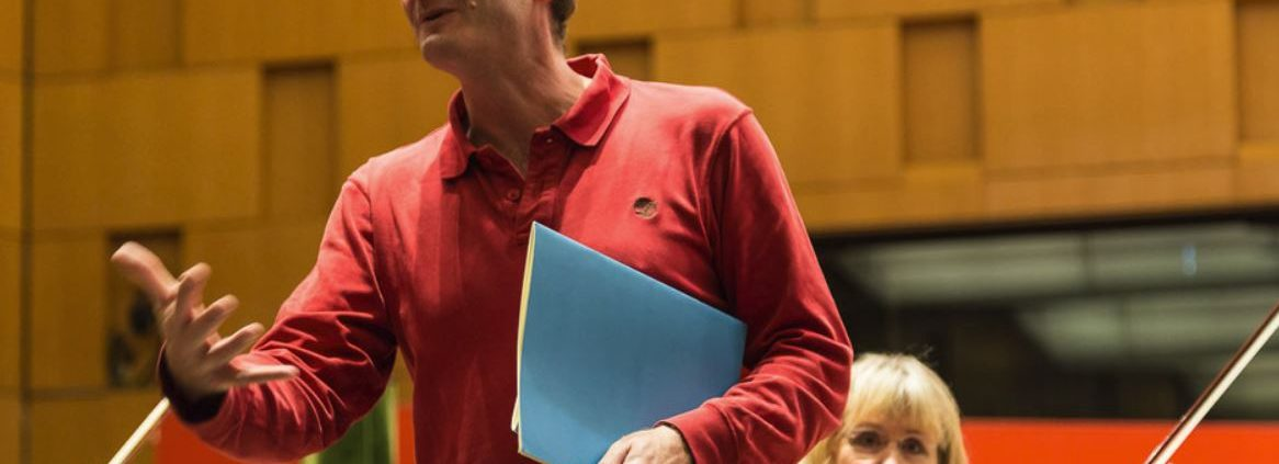Andrew Manze bei der Probenarbeit - Foto: Dieter Hadamitzky
