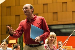Andrew Manze bei der Probenarbeit - Foto Dieter Hadamitzky