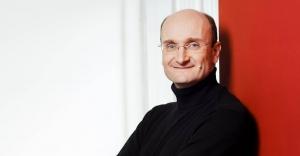 Die Freunde der NDR Radiophilharmonie stellen Andrew Manze als Gast beim Salonfestival vor.