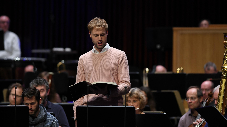 Die Freunde der NDR Radiophilharmonie stellen Benjamin Appl (Bariton) vor.