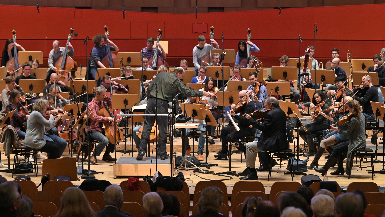 Die Freunde der NDR Radiophilharmonie stellen das Meet & Greet vor. Foto: Carsten P. Schulze