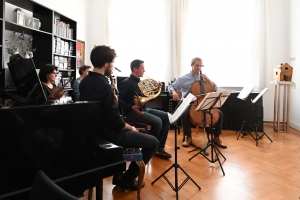 Die Freunde der NDR Radiophilharmonie stellen den Abend zur Neuen Musik vor.