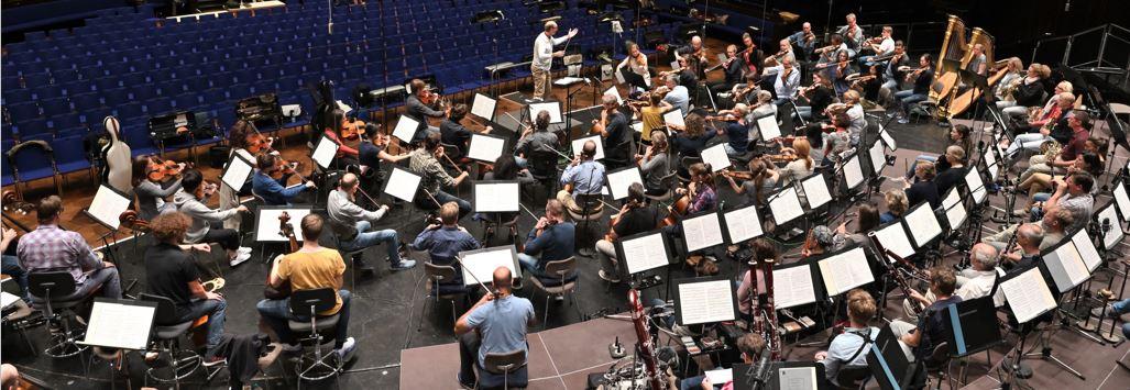 Die Freunde der NDR Radiophilharmonie stellen den Probenbesuch zur Saisoneröffnung vor.